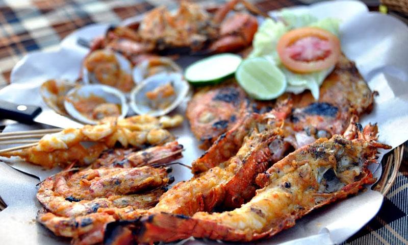 Hasil gambar untuk seafood dinner at jimbaran beach
